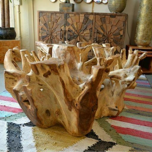 Mesa de centro de raíz de teca